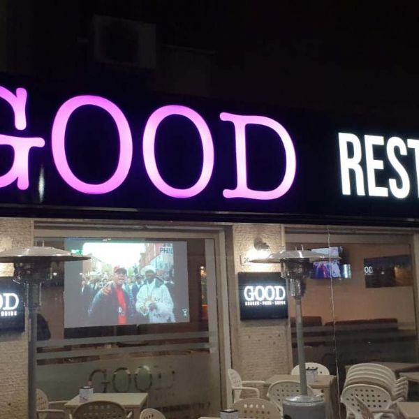 Installazione Pergola Med Quadra da GOOD burger-food-drink
